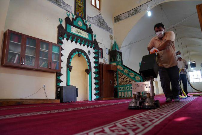 Siverek'teki camilerde temizlik çalışması