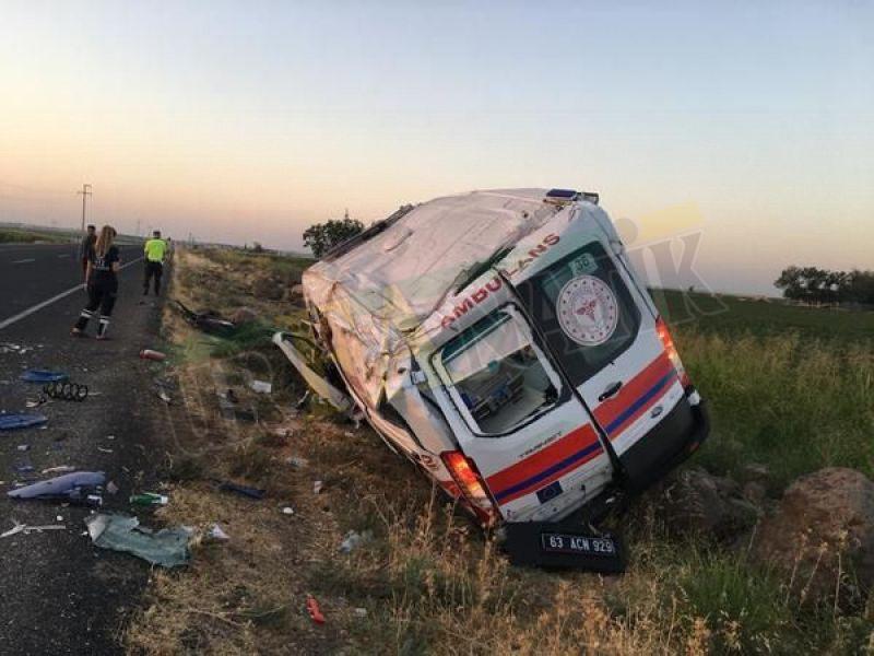 Şanlıurfa'da ambulans şarampole devrildi: 1 ölü 4 yaralı