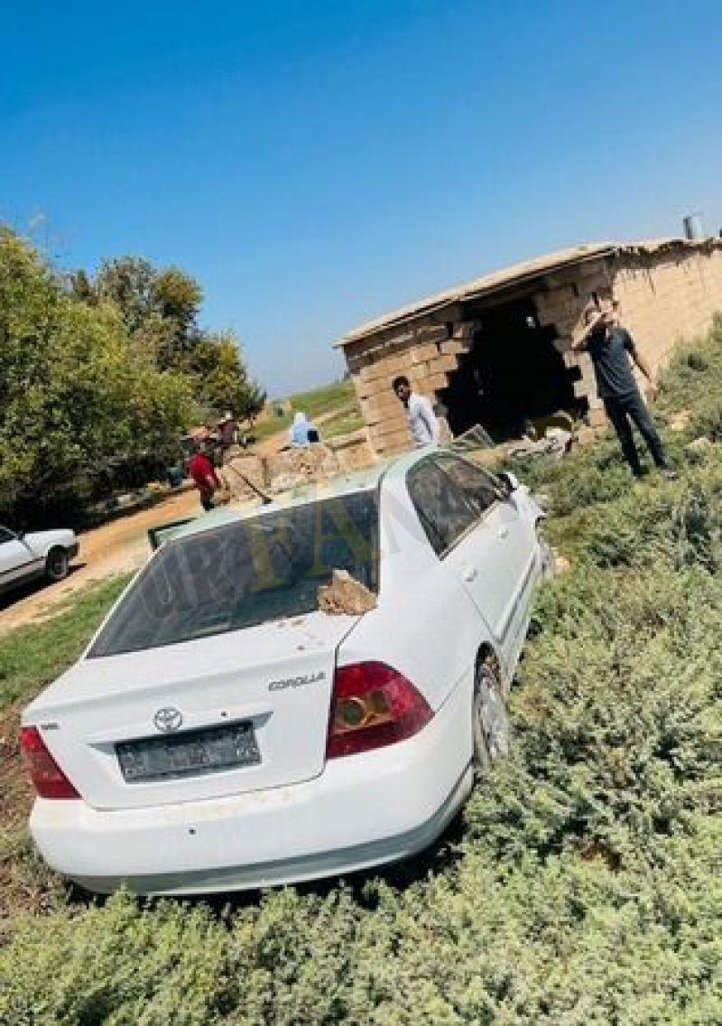 Urfa'da kontrolden çıkan otomobil eve girdi!