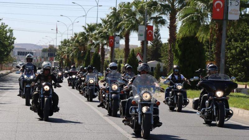 Yüzlerce motosikletli Urfa'ya akın etti!