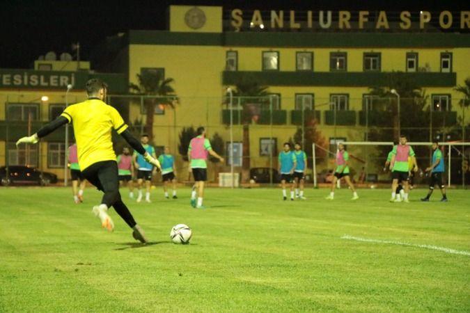Şanlıurfaspor'un yeni transferi ilk antrenmanına çıktı