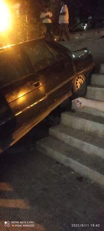 Urfa'da otomobil baklava dükkanına daldı!