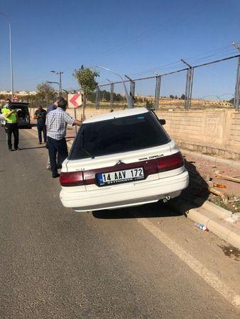 Urfa'da aydınlatma direğine çarpan sürücü ağır yaralandı
