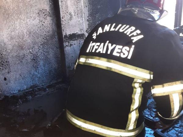 Şanlıurfa'da çıkan yangında, ev yanarak kül oldu!