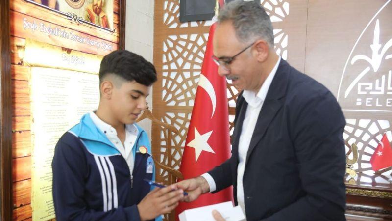 Dünya Gençlik Ligi'nde 5.'nci olan Urfalı genç ödüllendirildi