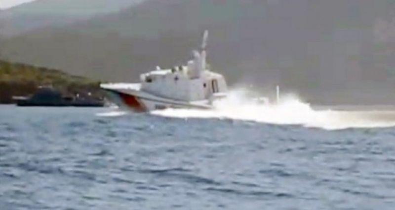 Ege'de Türk karasularına giren askeri gemiye, Sahil Güvenlik ekipleri tarafından müdahale edildi