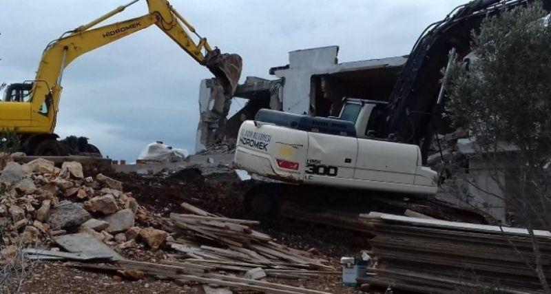 Didim'de turizm alanındaki 36 kaçak yapı yıkıldı
