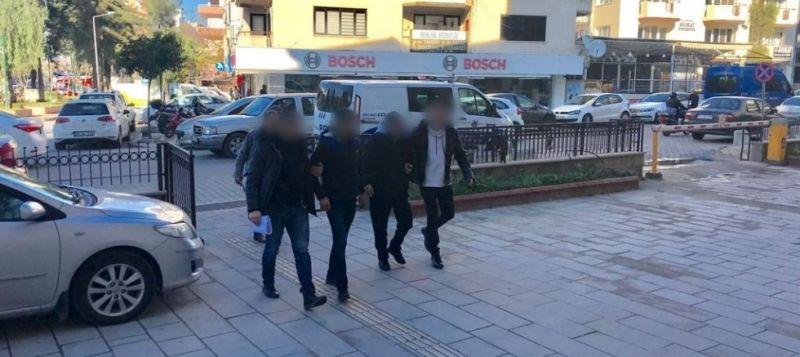Kuşadası'nda çeşitli suçlardan aranan 3 kişi yakalandı