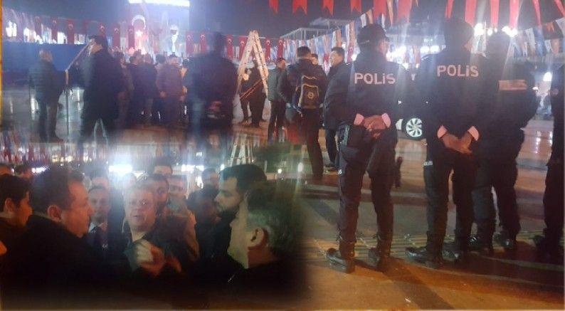 AKP'LİLER KENT MEYDANINDA CHP'NİN SEÇİM ÇADIRI KURMASINI ENGELLEMEYE KALKINCA GERGİNLİK YAŞANDI..!