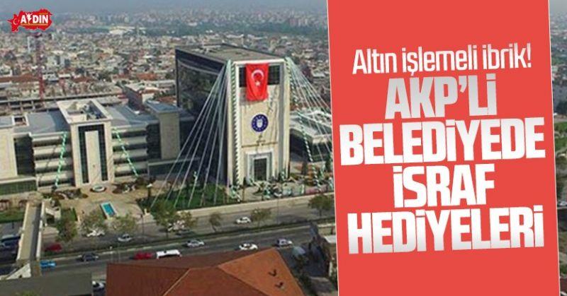 HANİ İSRAF HARAMDI? AKP'Lİ BELEDİYE ALTIN İŞLEMELİ HEDİYE DAĞITMIŞ!