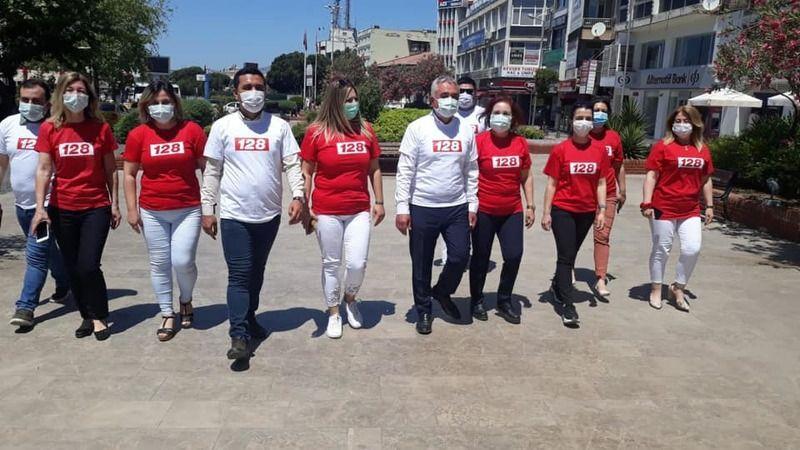 Aydın'da CHP'liler 128 tişörtü giyerek sokaklarda dolaştı