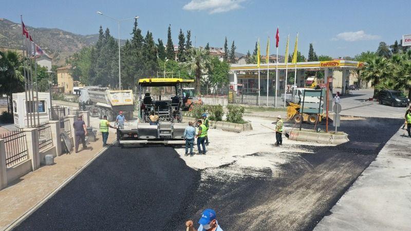Büyükşehir Belediyesi Efeler'de yol yapım çalışmalarını sürdürüyor