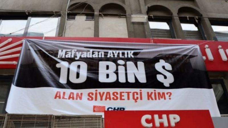 CHP'den yine pankartlı soru: Mafyadan 10 bin dolar alan siyasetçi kim?