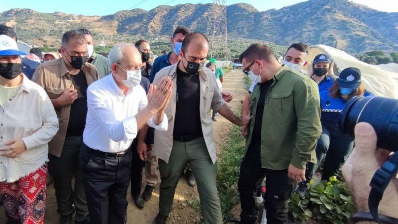 CHP lideri Kemal Kılıçdaroğlu Aydın'da: Çilek hasadına katıldı, işçilerle kahvaltı yaptı