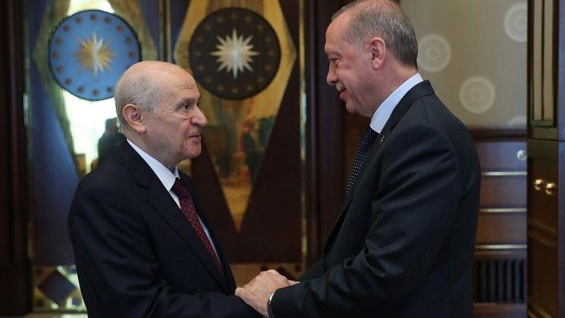 İttifak dağılıyor mu? Bahçeli, Erdoğan'ın 50 yıllık dostunu FETÖ'cü ilan etti!