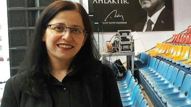 AKP'li kadın yöneticiden skandal paylaşım: Çilek üreticilerini Erdoğan'a düşman ilan etti