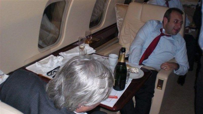 'Kur'an ayeti ile dalga geçmek' ile suçlanan AKP'li eski bakandan devletin uçağında şampanya ikramı
