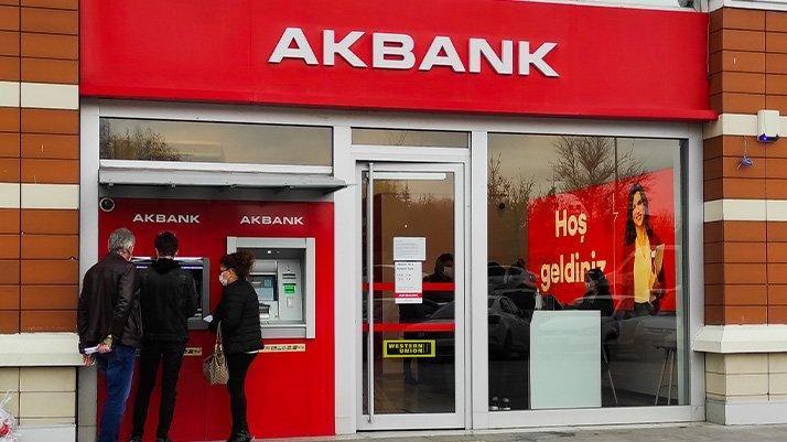 Akbank müşterilerine saç baş yoldurdu