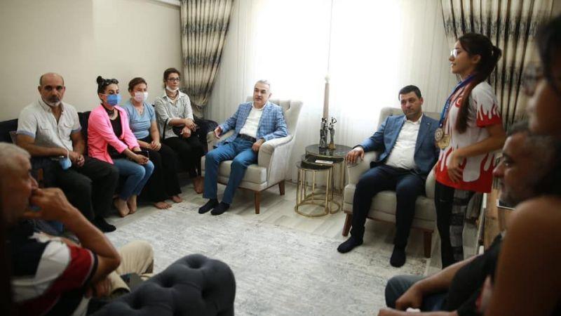 AK Partili Savaş'tan şampiyon kardeşlere ziyaret