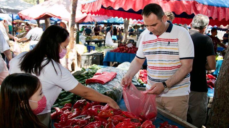Akkentli bayram öncesi halk pazarında