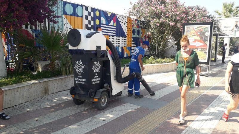 Büyükşehir Belediyesi bayram mesaisi yapıyor