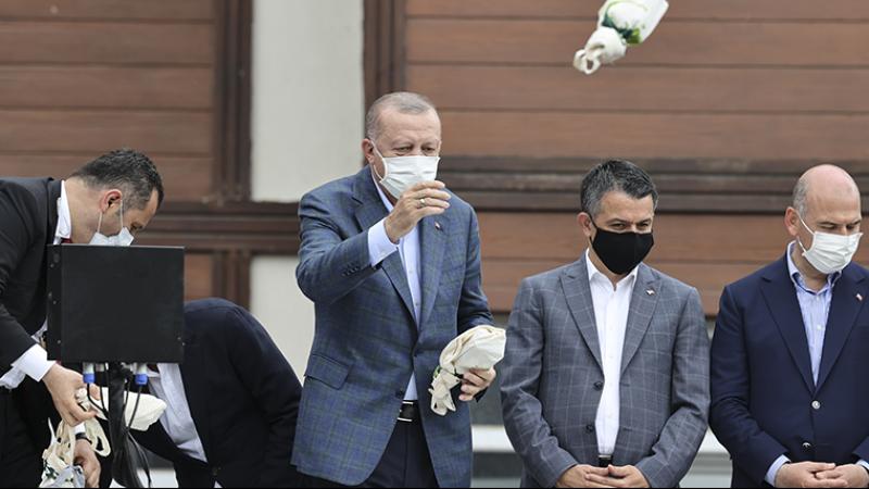 Sel felaketinin yaşandığı Rize'de çay dağıtan Erdoğan'a CHP'li Bülbül'den tepki