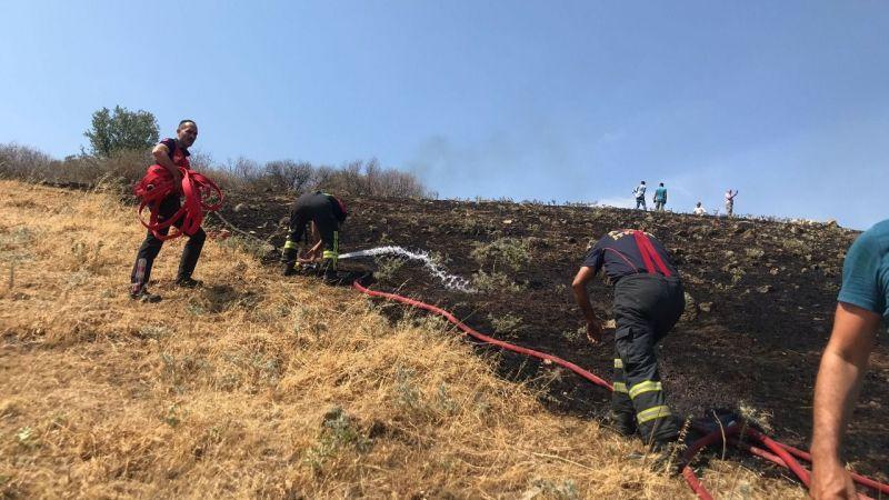 Büyükşehir Belediyesi İtfaiyesi Çakırbeyli'deki yangına anında müdahale etti