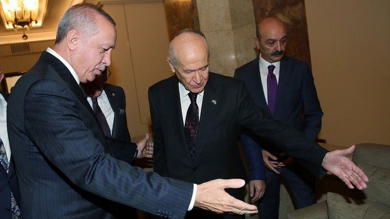 MHP düşüncelerini iletti, AKP ile masaya oturdu: Saray ittifakı bu hafta kararını veriyor!