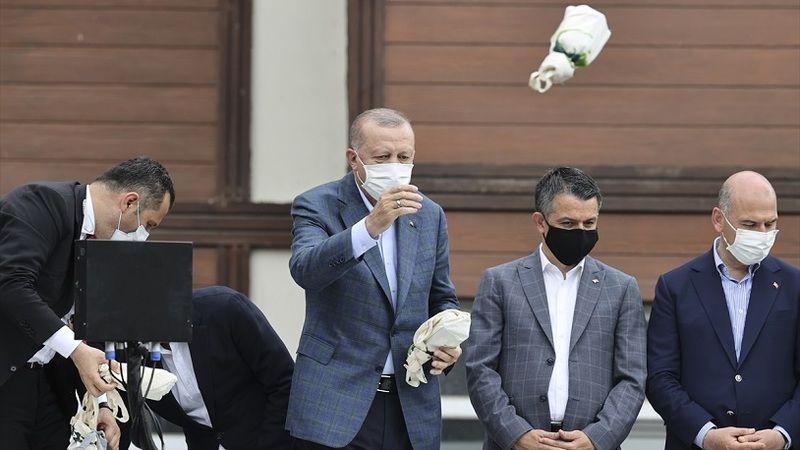 Erdoğan'ın Rize'de vatandaşa fırlattığı çayın sırrı ortaya çıktı!
