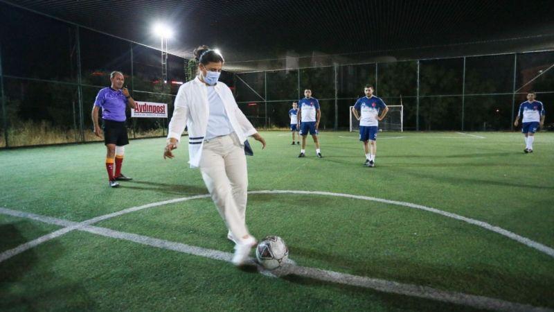 Turnuvanın başlangıç vuruşunu Başkan Çerçioğlu yaptı