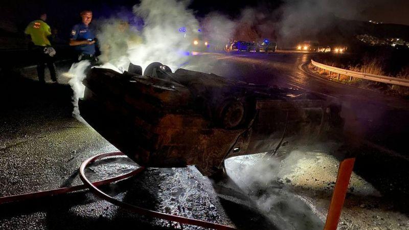Takla atan otomobil yanarak küle döndü