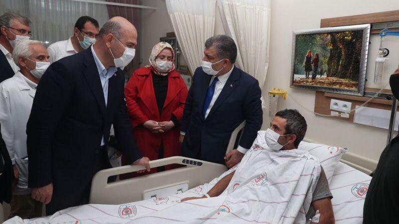 Bakanlar hastanede yaralıları ziyaret etti