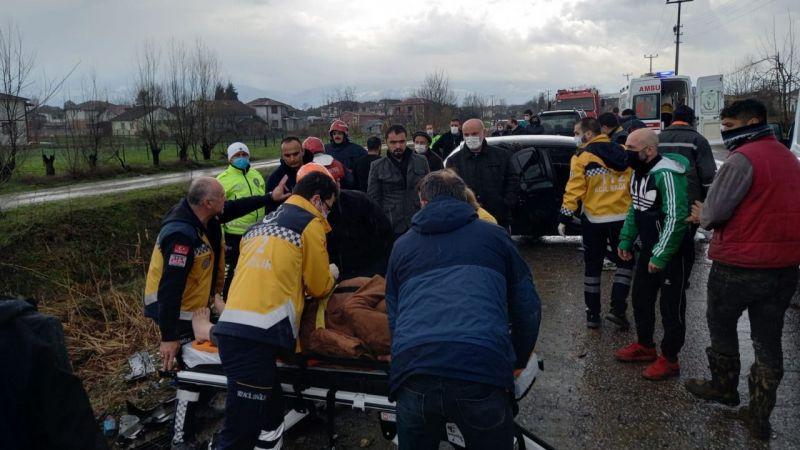 Akyazı'da feci kaza: 2'si çocuk 6 yaralı