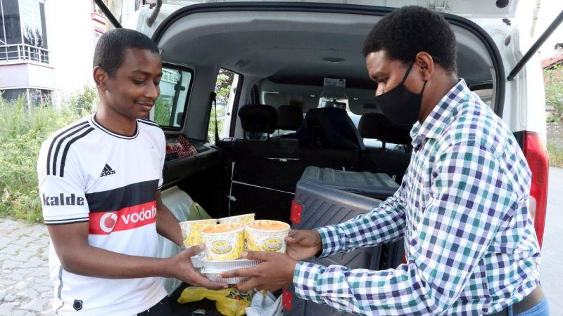 Yedirenk 50 öğrenciye iftar veriyor