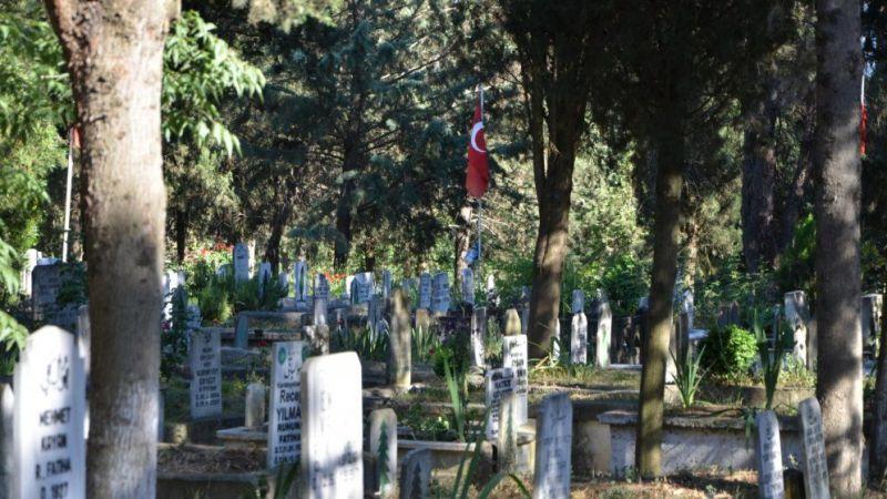Mezarlıklar bu bayram boş kaldı