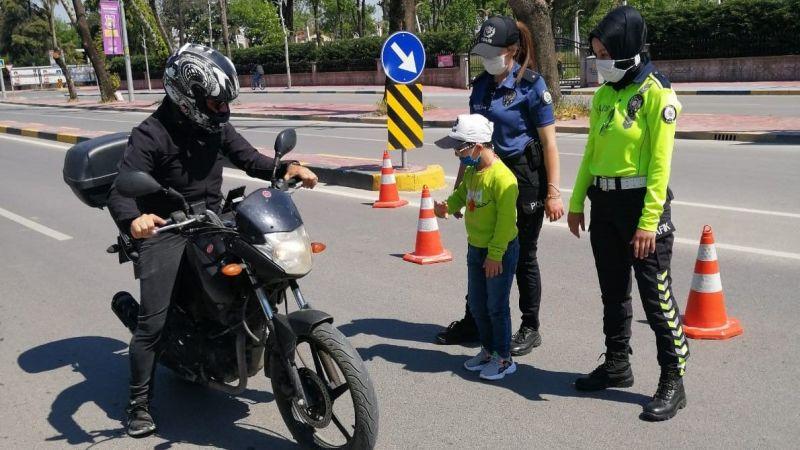 Sürücülerin izin belgelerini kontrol etti