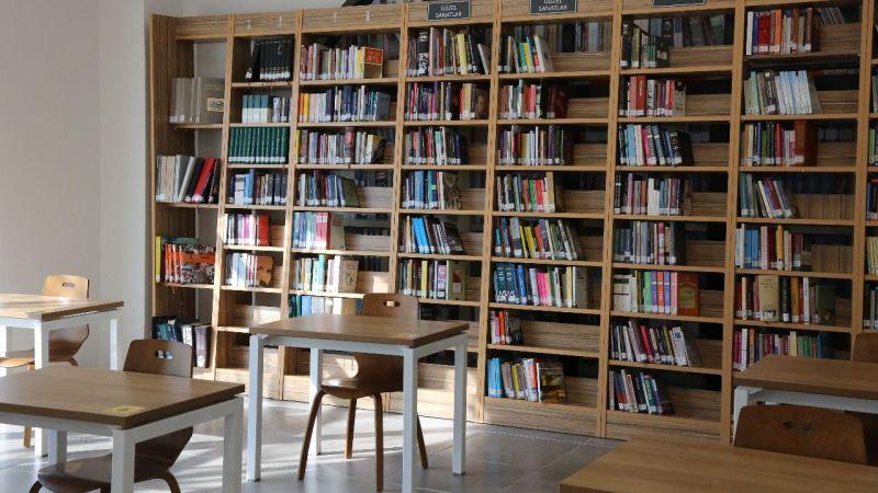 Akademi kütüphanesi müdavimlerini ağırlıyor