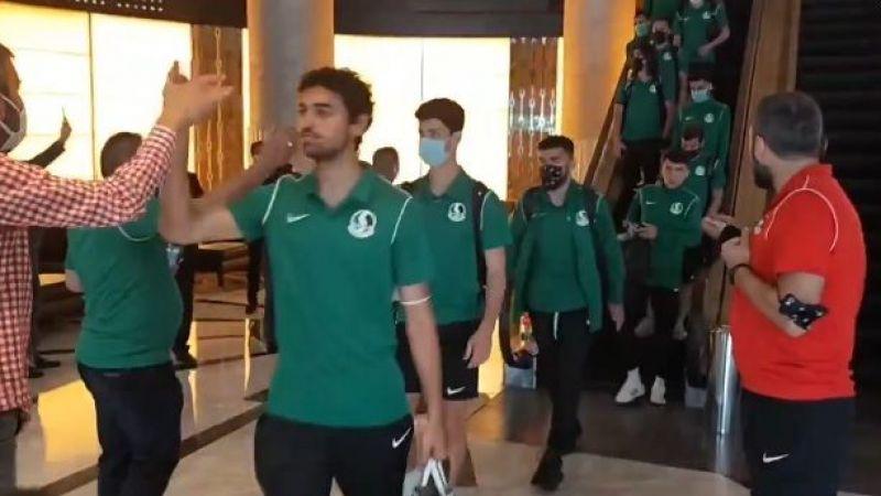 Futbolcular otelden stada böyle uğurlandı