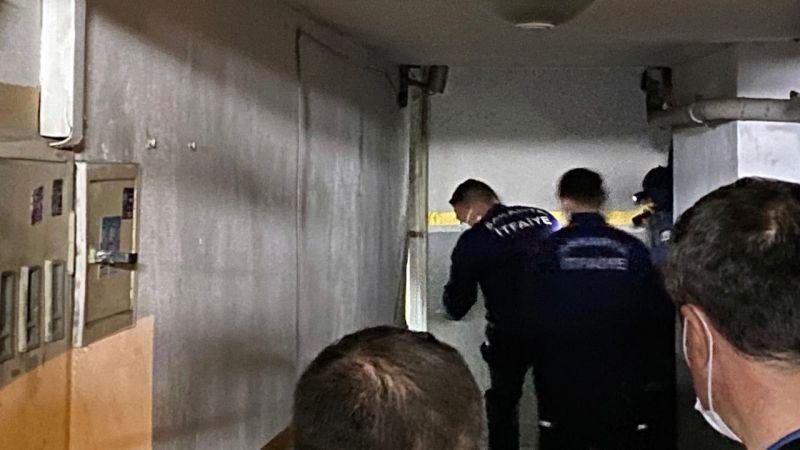 Polisi görünce kendilerini büfeye kitlediler