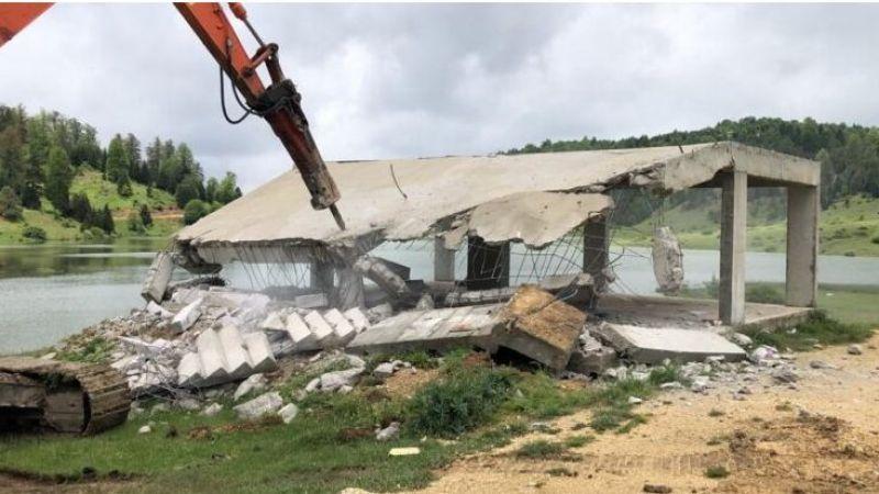 Yayladaki binalar yıkılmaya başladı