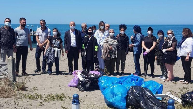 Kocaali sahilinde çöp topladılar