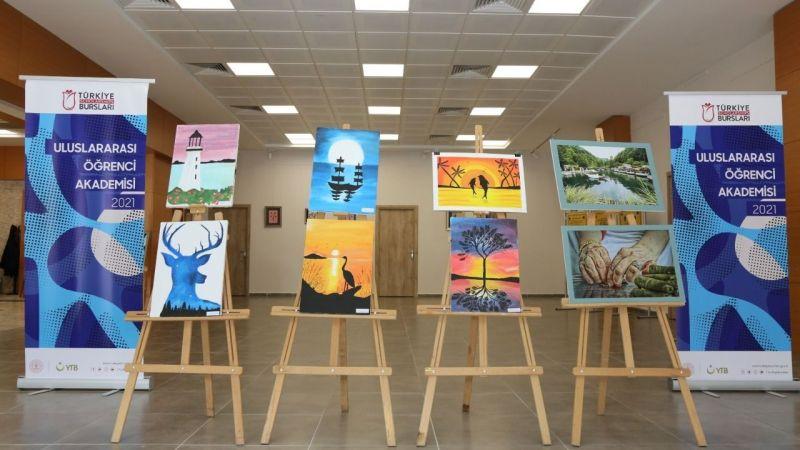 Yabancı öğrencilerin eserleri  Serdivan'da sergilendi