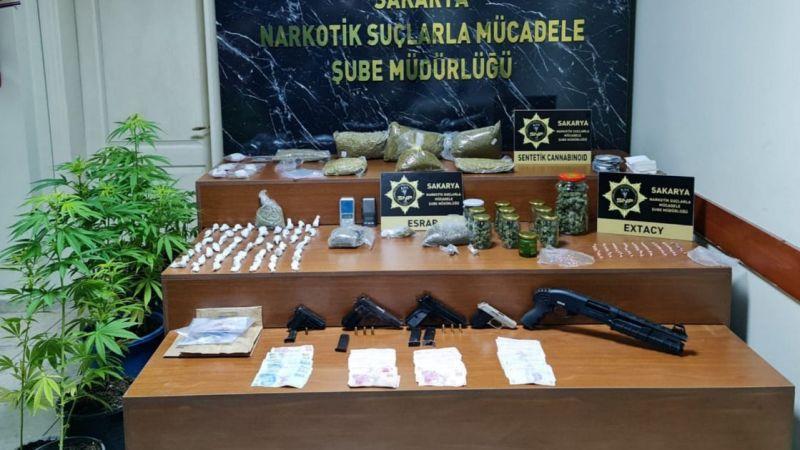 Polisten 20 eve uyuşturucu baskını
