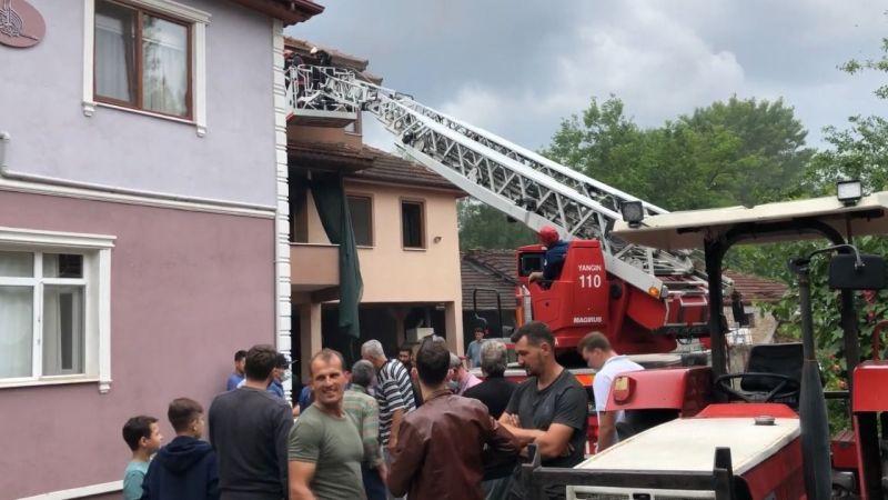 Üç katlı evin ikinci katında yangın çıktı