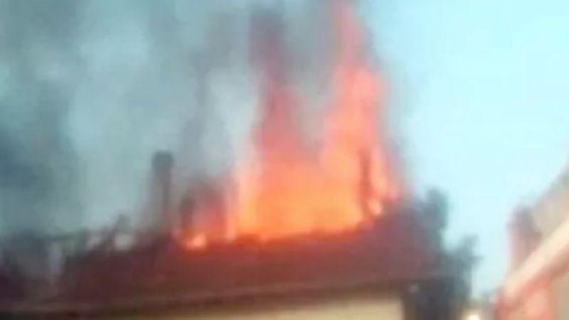 Geyve Yörüklerde çatı yangını