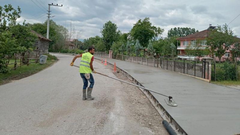 Büyükşehir'den Akyazı'da yaya yolu çalışması