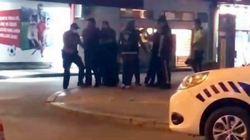 Polise direnince kelepçeyle karakola götürüldüler