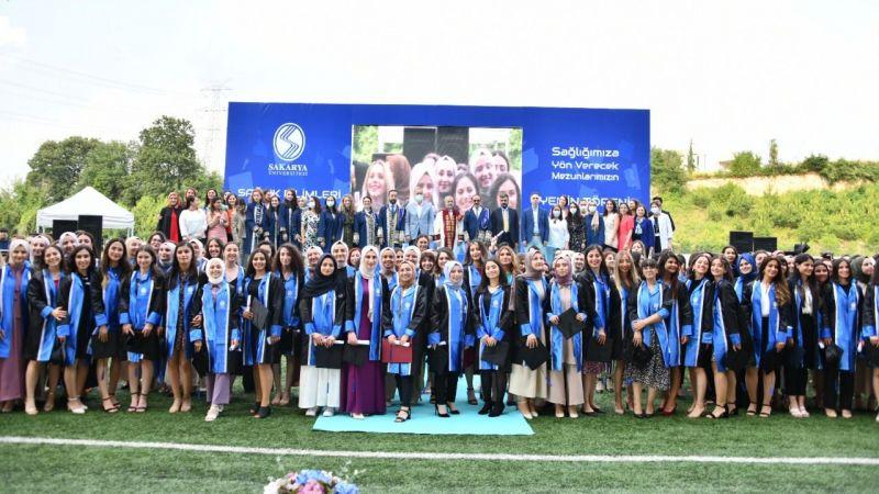 Sağlık Bilimleri Fakültesinde mezuniyet sevinci