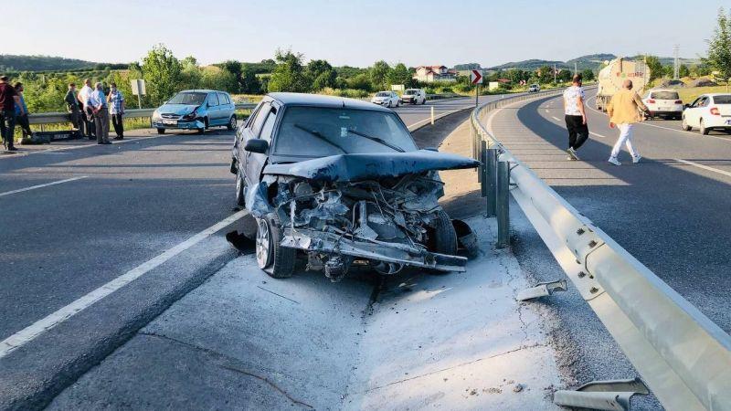 2 kişinin yaralandığı kazada otomobil alev aldı