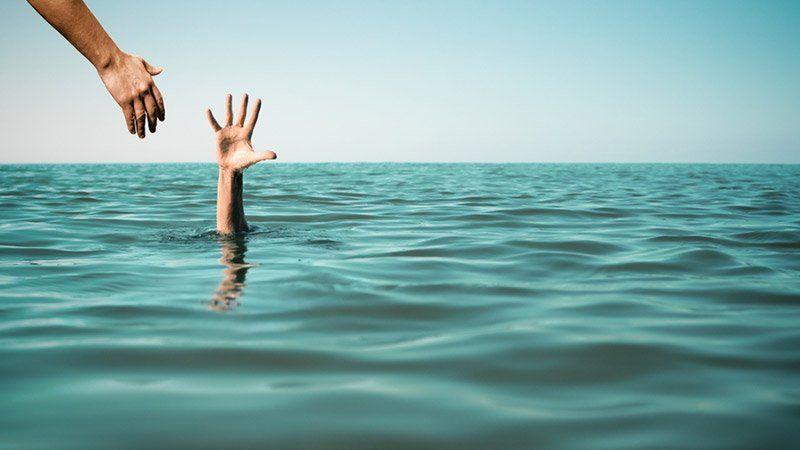 17 yaşındaki genç Karasu'da boğuluyordu